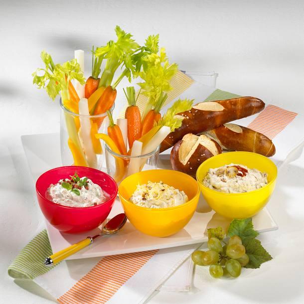 Frischkäse-Dip mit Kräutern und Speck-Croutons Rezept