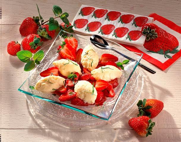 Frischkäse-Nocken mit marinierten Erdbeeren Rezept