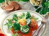 Frischkäsebällchen auf Salat Rezept
