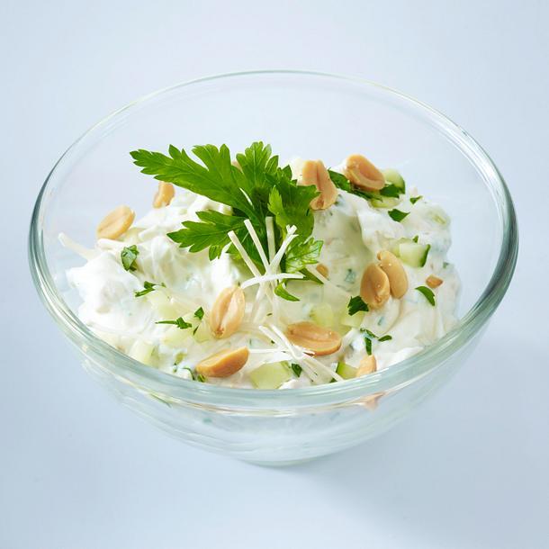 Frischkäsecreme (aus eins machs drei) mit Meerrettich und Erdnüssen Rezept