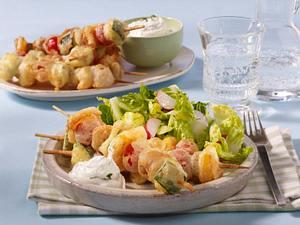 Frittierte Gemüsespieße im Weinteig mit Salat Rezept