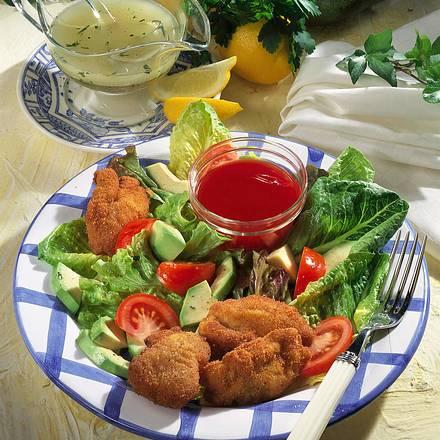 Frittierte Hähnchenstücke mit Salat Rezept
