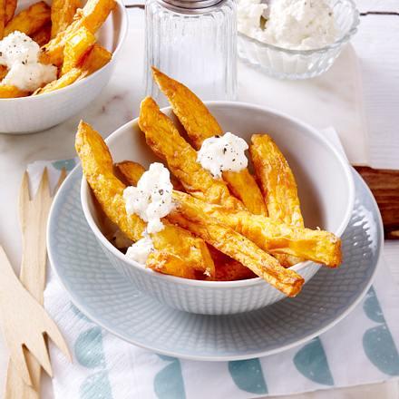 Frittierte Süßkartoffelsticks mit Schafskäsedip Rezept