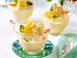 Frozen-Pfirsich-Joghurt mit Blätterteigvögeln Rezept