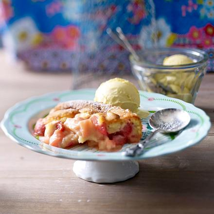 Fruchtig-süßer Erdbeer-Rhabarber-Cobbler Rezept