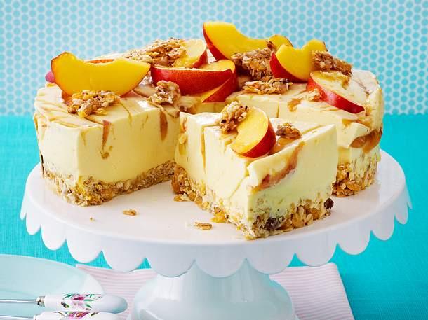 Fruchtige Buttermilch-Knusper-Torte Rezept