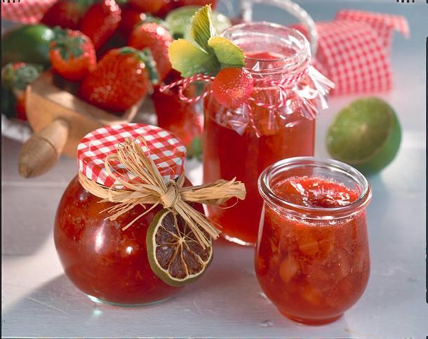 Fruchtige Erdbeer-Limetten-Konfitüre (für 5 Gläser à 400 ml) Rezept