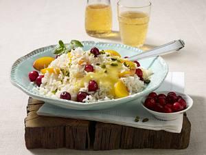 Fruchtige Reispfanne mit Cranberrys, Pfirsichen und Pistazien Rezept
