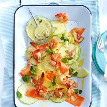 Fruchtiger Salat aus Ananas, Apfel und Möhren mit Garnelen Rezept