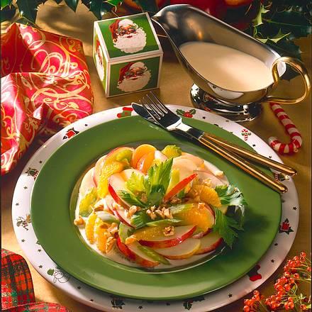 Fruchtiger Salat mit Nüssen Rezept
