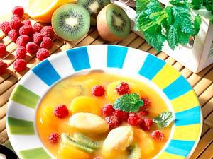 Fruchtkaltschale mit Grießklößchen Rezept
