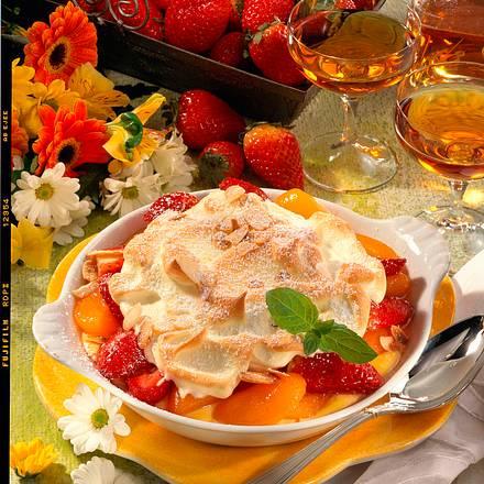 Früchte auf Pudding mit Mandel-Baiser Rezept