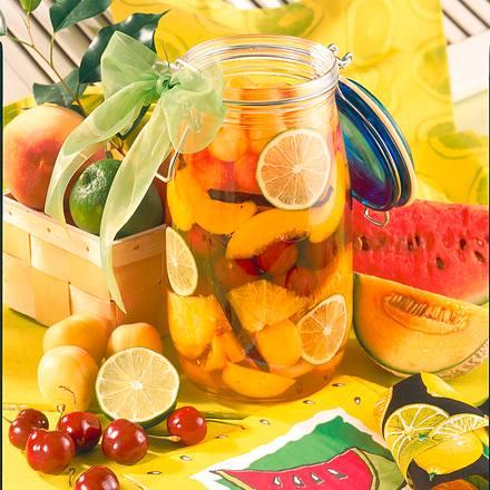 Früchte in Amaretto-Sirup Rezept