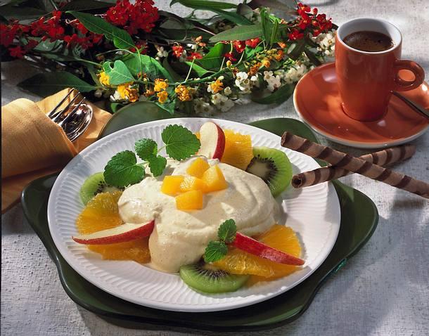 Früchte-Teller mit Aprikosen-Joghurt Rezept