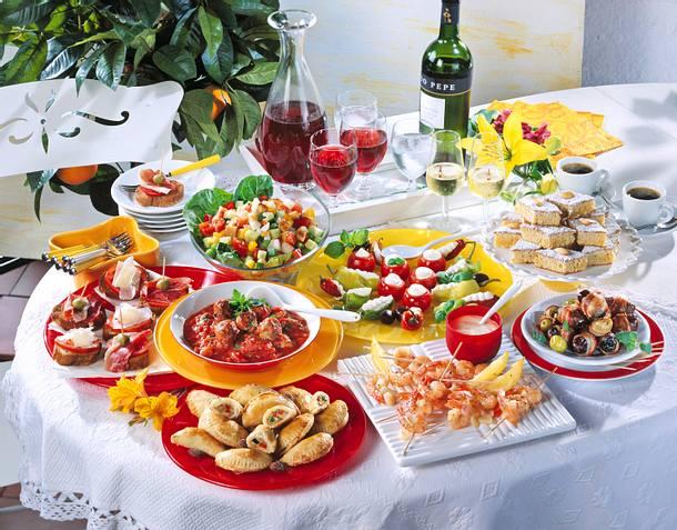 Früchte und Oliven in Speck Rezept