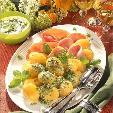 Frühkartoffeln mit Pesto & Kräuter-Dip Rezept