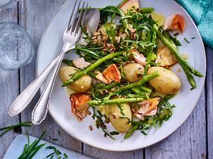Frühlings-Kartoffelsalat mit Lachs Rezept
