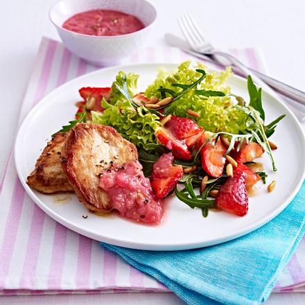 Frühlingshafter Erdbeer-Blattsalat zu Schnitzeln und Rhabarber-Chutney Rezept