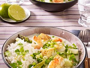 Frühlingshaftes Fischcurry mit Garnelen, Seelachsfilet, Erbsen und Kohlrabi Rezept