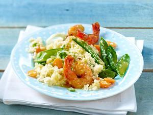 Frühlingshaftes Gemüse-Couscous mit Garnelen Rezept