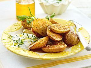 Frühlingsquark mit gebackenen Sesam-Kartoffeln Rezept