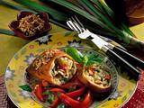 Frühlingsrolle auf Basilikum-Tomaten-Salat Rezept