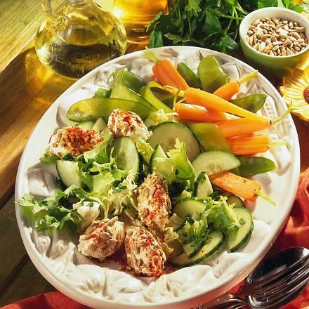 Frühlingssalat mit Frischkäsenocken Rezept
