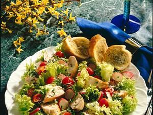 Frühlingssalat mit gebratener Hähnchenbrust Rezept