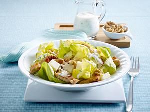 Frühlingssalat mit Sellerie, Walnüssen und Putenbruststreifen Rezept