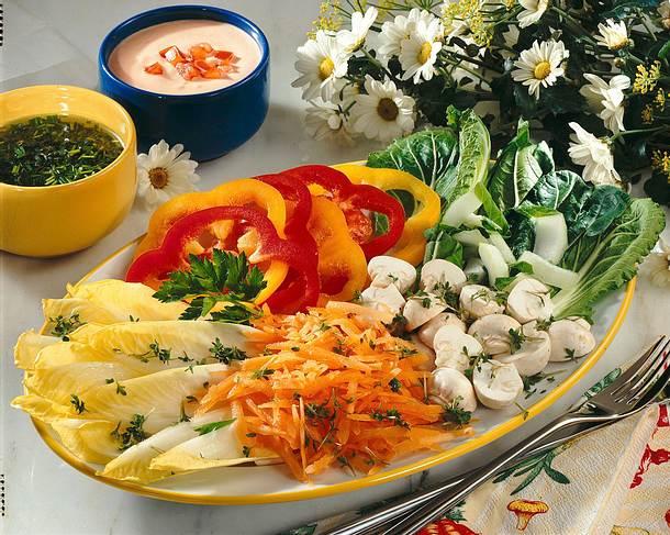 Frühlingssalat mit zwei Soßen Rezept