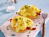 Frühstückstoasties mit Eggs Benedict Rezept