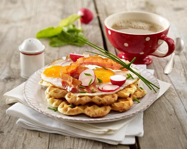 Frühstückswaffeln mit Bacon und Spiegelei Rezept