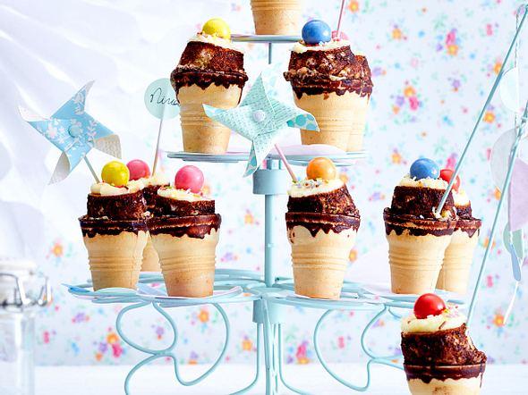 Funfetti-XS-Cakes in Eiswaffeln gebacken Rezept