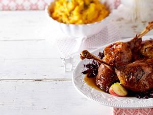 Gänsekeulen mit Rotkohl und Süßkartoffel-Kartoffelpüree Rezept