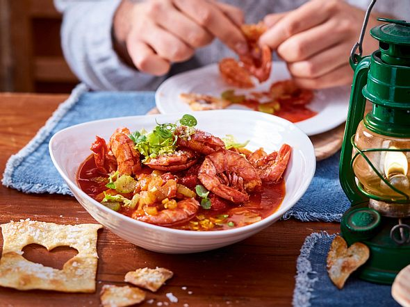 Garnelen in Tomatensoße mit Flammkuchenherzen Rezept