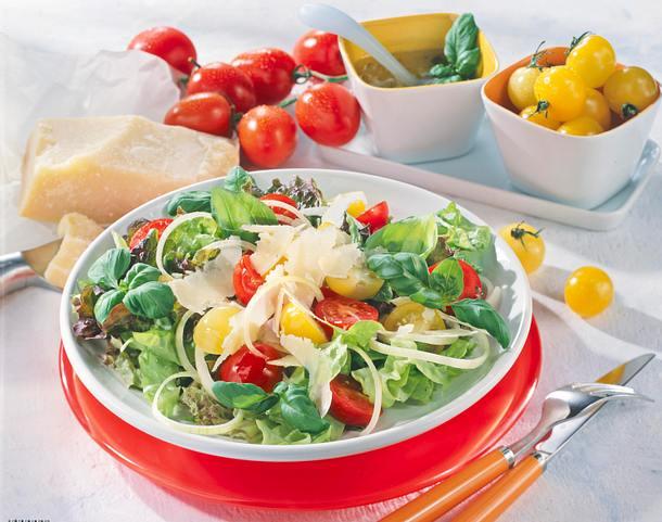 Gartensalat mit Parmesan Rezept