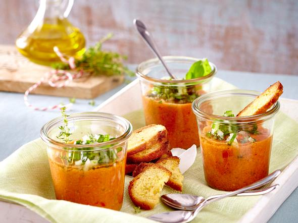 Gazpacho mit Knoblauch-Brotchips Rezept