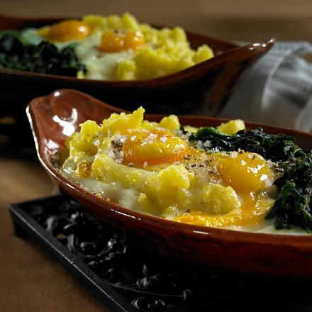 Gebackene Eier auf Kartoffelpüree und Spinat Rezept