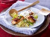 Gebackene Hähnchenbrust mit Gurken-Joghurt und Lauchzwiebel-Couscous Rezept