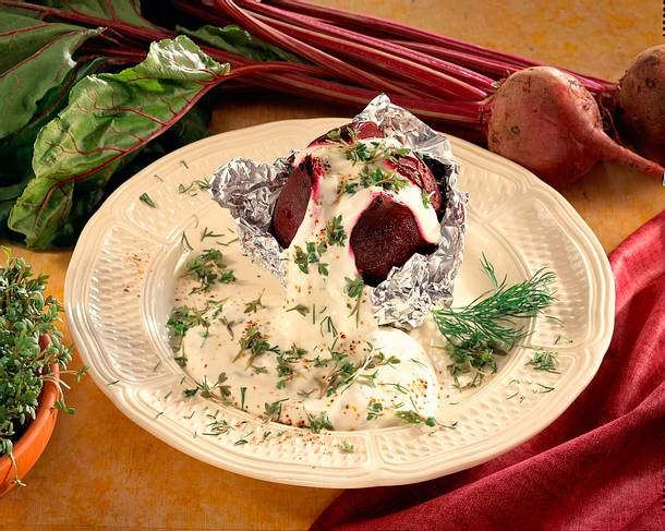 Gebackene Rote Bete mit Kräuterquark Rezept