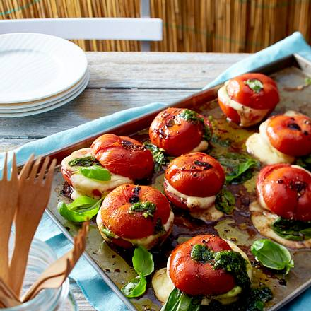 Gebackene Tomaten mit Mozzarella und Basilikum Rezept