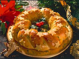 Gebackener Adventskranz aus Hefeteig Rezept