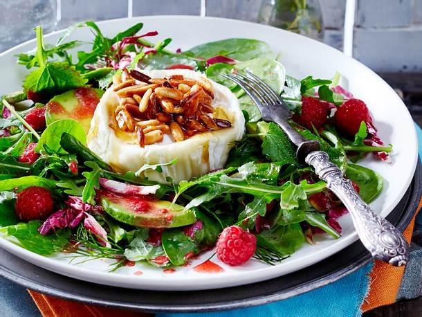 Gebackener Honigziegenkäse auf Salat Rezept