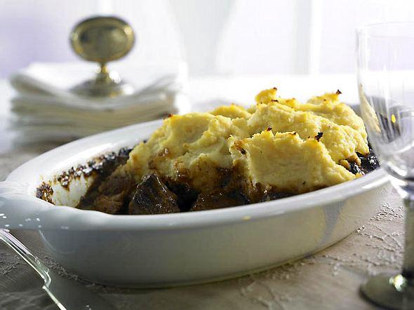 Gebackenes Pastinaken-Püree auf Lammgulasch Rezept
