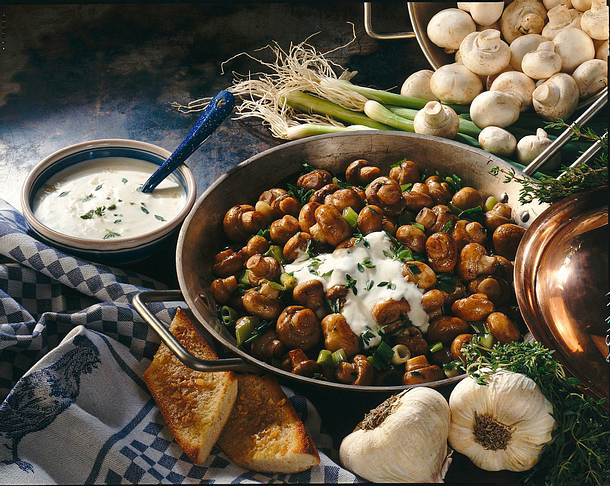 Gebratene Champignons mit Knoblauch-Thymian-Dip Rezept