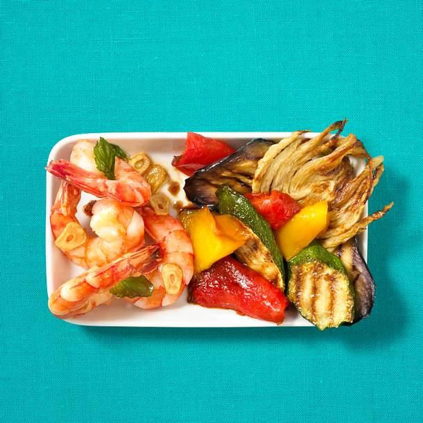 Gebratene Garnelen und gegrilltes Gemüse Rezept