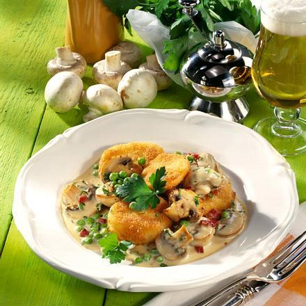 Gebratene Kartoffelknödel mit Champignon-Specksoße Rezept