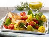 Gebratene Lachsspieße auf Kartoffel-Spinat-Salat und Dill-Vinaigrette Rezept