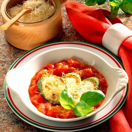 Gebratene Zucchinischeiben auf Tomatengemüse Rezept
