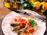 Gebratener Spargel in Parmaschinken mit Tomaten-Würfeln Rezept